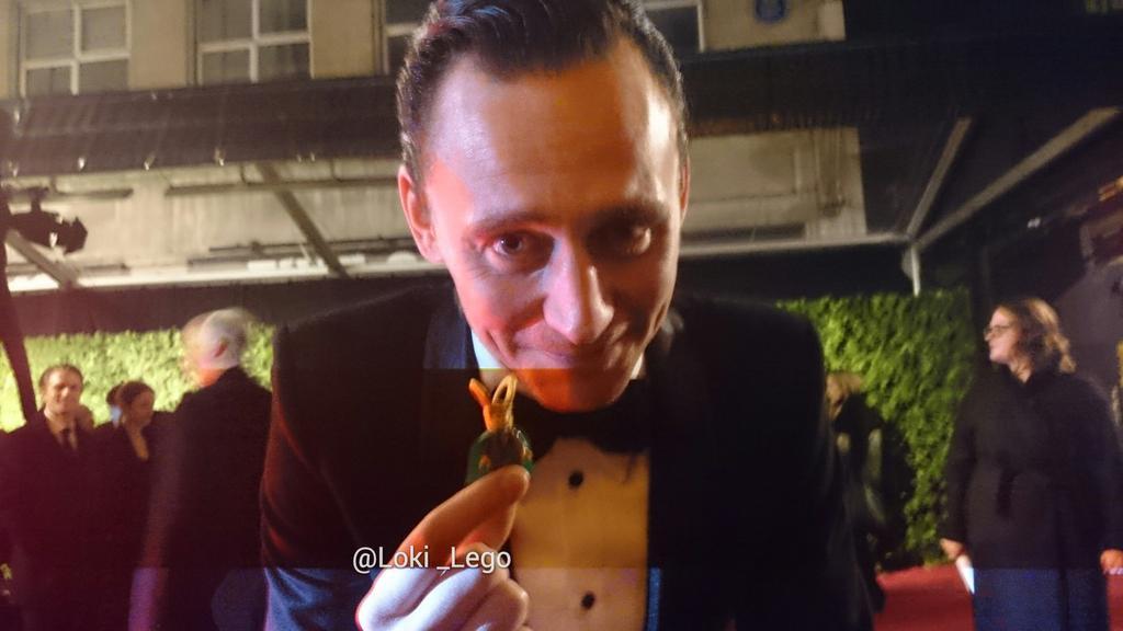 tom-hiddleston-meets-loki_lego